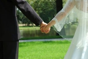 Officials Urge Iran's Judicial System to Stop Online Marriages